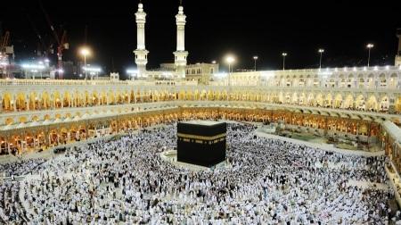 5. Naik Haji dan Umroh Tiap Tahun